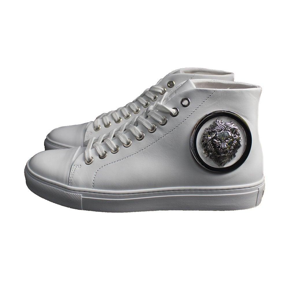 sneakers versus